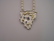 Silver & 18ct gold pendant with 3 blue Sapphires